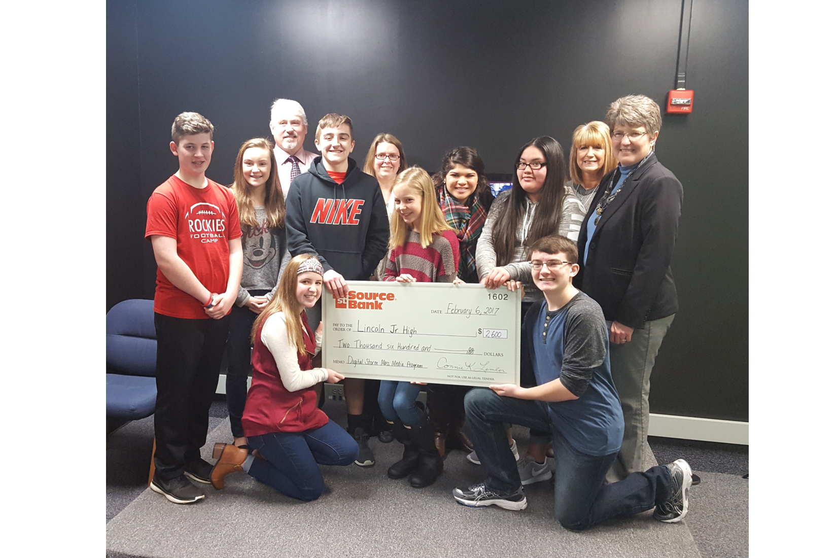 1st Source Bank contributes $2,600 to Lincoln Junior High Mass Media Program